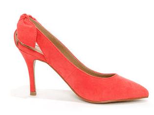 zapatos con tacones para mujer