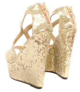zapatos de fiesta con plataformas dorados