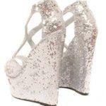 zapatos de fiesta con plataformas plateados